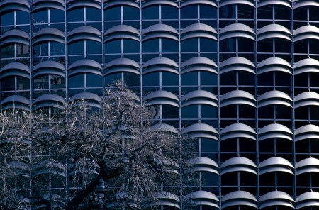 otras palabras clave: Partial view of an office building