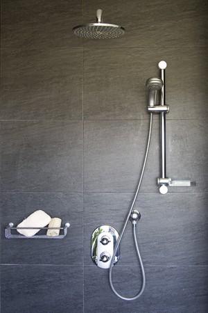 bad fliesen: Interieur des Badezimmers  Lizenzfreie Bilder