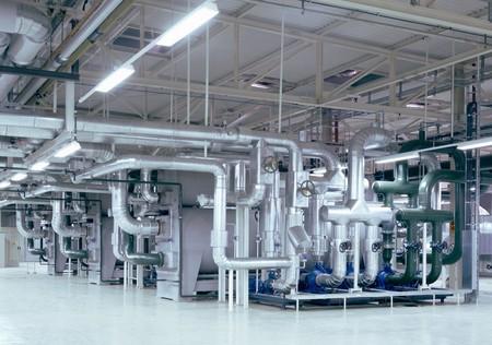 生産性: 天井の鋼管工場と作業領域の詳細