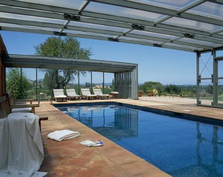 spanish homes: Visualizzazione di una piscina chiara