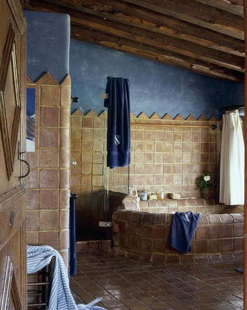 View of a tiled bathroom