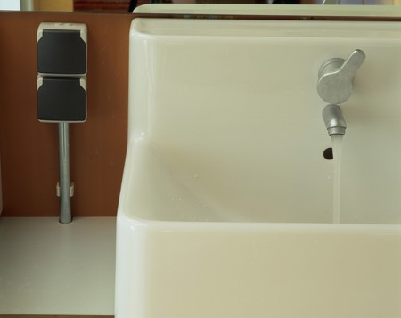 mediterranian style: Partial view of a clean sink