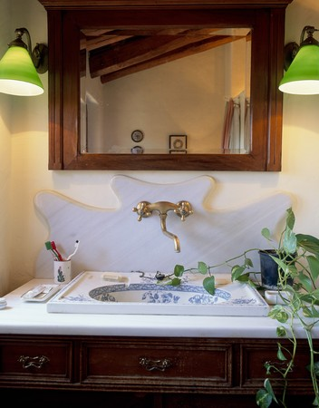 abodes: View of a mirror above the sink