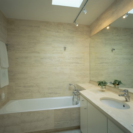 fitted unit: View of an elegant bathroom