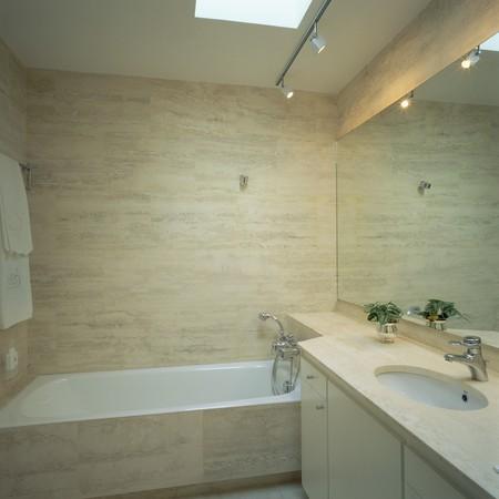 spanish homes: Visualizzazione di un elegante bagno