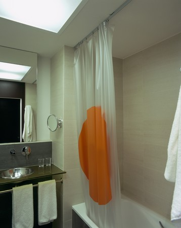 mediterranian style: View of a clean bathroom