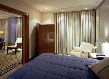 mediterranian style: Partial view of a double bed LANG_EVOIMAGES