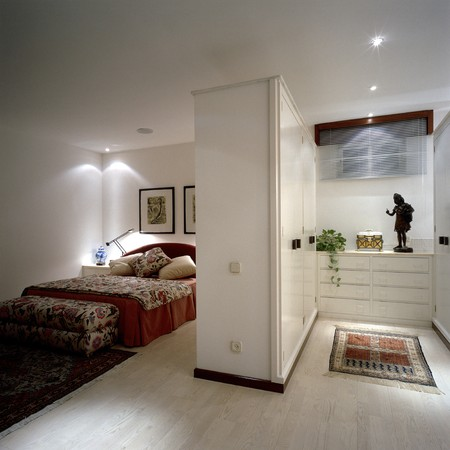 mediterranian houses: View of an elegant bedroom LANG_EVOIMAGES