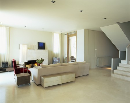 mediterranian houses: View of a spacious living room LANG_EVOIMAGES