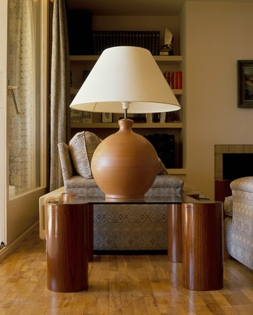 mediterranian home: View of a lamp in a living room LANG_EVOIMAGES