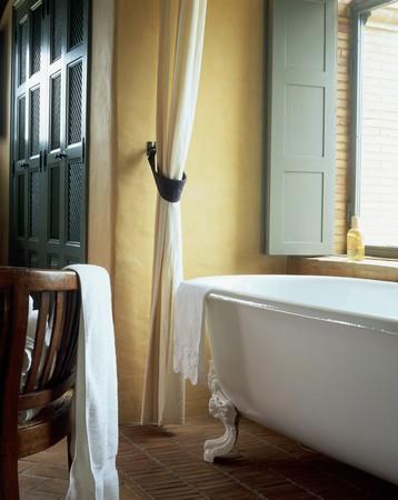 spanish homes: Visualizzazione di una vasca da bagno in un bagno