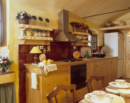 mediterranian style: View of an organized kitchen LANG_EVOIMAGES