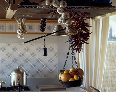 mediterranian home: View of oranges on a balance LANG_EVOIMAGES