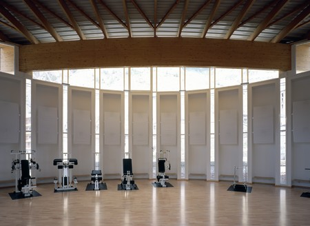 mediterranian style: View of a large gymnasium