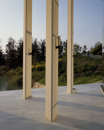 mediterranian style: View of three white pillars