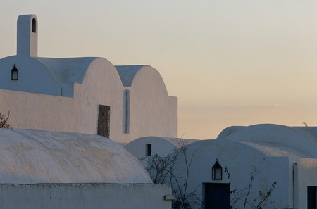 mediterranian style: Partial view of modest houses LANG_EVOIMAGES