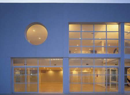 no entrance: Vista de un edificio de oficinas iluminado  LANG_EVOIMAGES