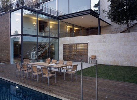 porches: View of a dining area beside a pool LANG_EVOIMAGES