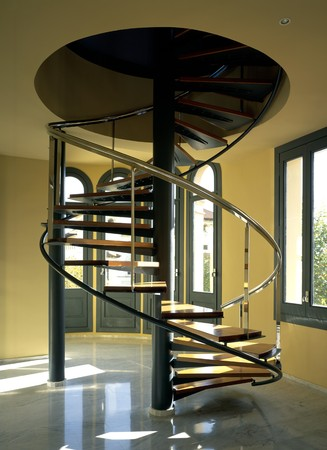 clave: View of a curved stairway