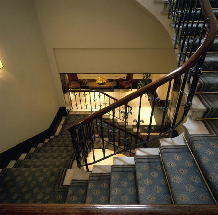 clave: View of a stairway in a hotel