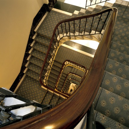 otras: View of a carpeted stairway