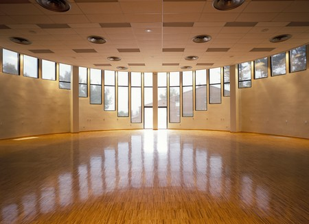 wooden floors: View of a spacious hall LANG_EVOIMAGES