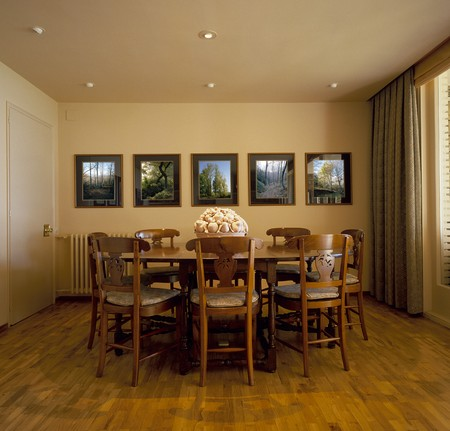 open floor plan: View of an esthetic dining room