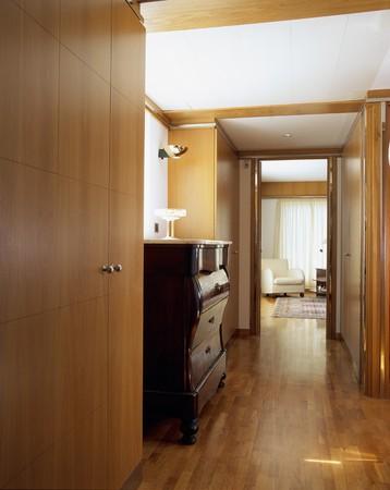 otras: View of a neat passageway