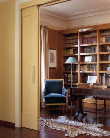 view of a wooden doorway: View of a library through a doorway LANG_EVOIMAGES