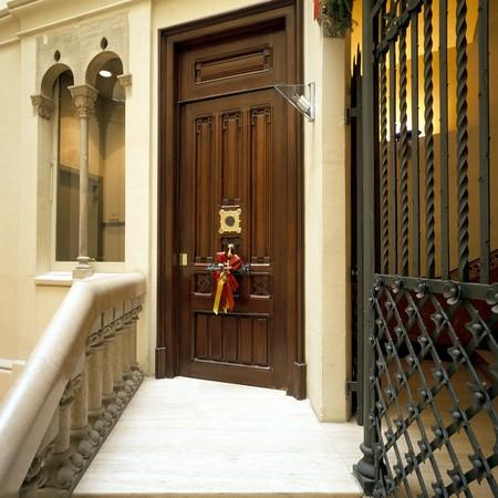 spanish homes: Visualizzazione di una porta in legno