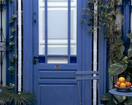spanish house: Partial view of a blue door LANG_EVOIMAGES
