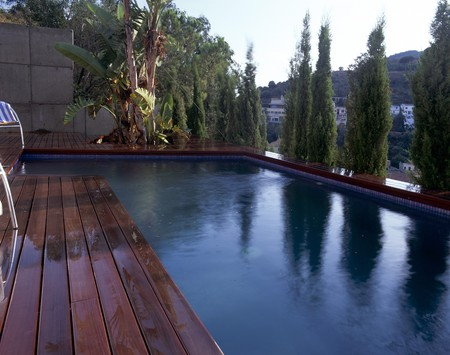 decking: Partial view of a swimming pool