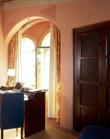 clave: View of a compact home office