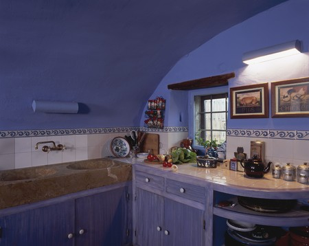 clave: View of an organized kitchen LANG_EVOIMAGES