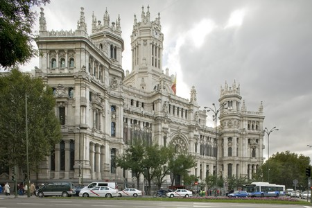 Automobili di fronte un palazzo, Palacio De Comunicaciones, Ayuntamiento de Madrid, municipio, Madrid, Spagna  Archivio Fotografico - 7224268