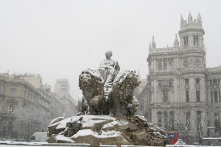 singular architecture: Fountain in front of buildings, Fuente De la Cibeles, Palacio De Comunicaciones, Madrid, Spain