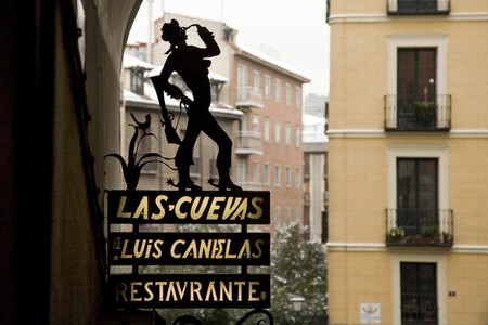 male likeness: Primer plano de una Junta de informaci�n, Madrid, Espa�a