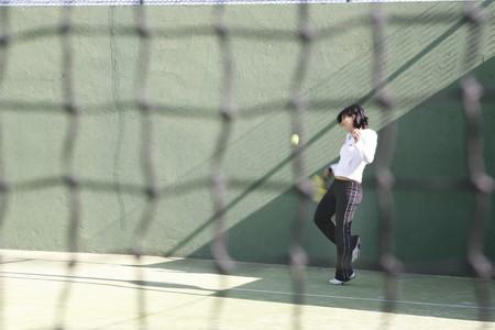 racquetball: Joven practicar paddle  Foto de archivo