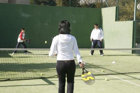 racquetball: Familia jugando paddle