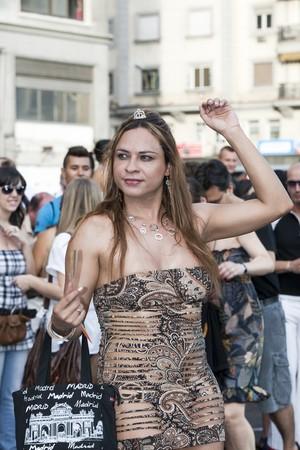 transexual: El 3 de julio de 2010, de Madrid. Marcha del orgullo gay. Retrato de transexual desfilando a lo largo de Gran V?a, celebraci�n del orgullo gay, Madrid, Espa�a.  Editorial