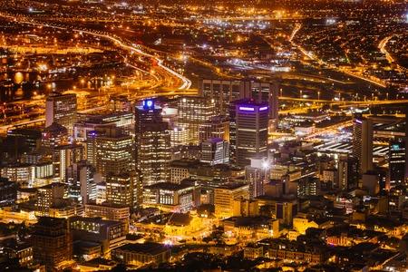 Night View van City Bowl en de zakenwijk van Cape Town, Zuid-Afrika Stockfoto