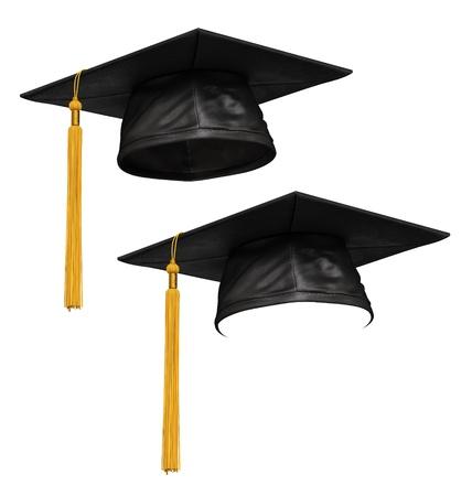 licenciado: 3D hacen de tap�n negro de la graduaci�n con la borla de oro aisladas sobre fondo blanco