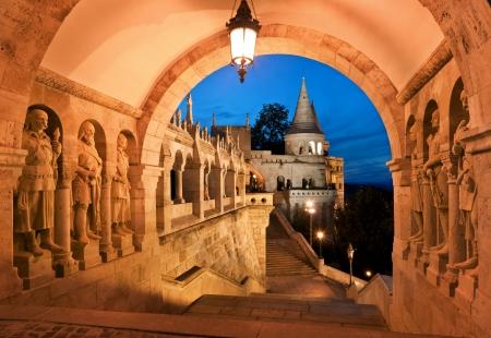 De zuidelijke poort van de Fishermans Bastion in Boedapest