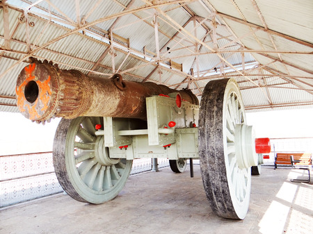 scientifically: The Jaivana cannon is a wheeled cannon. It is located at the Jaigarh Fort, Jaipur.