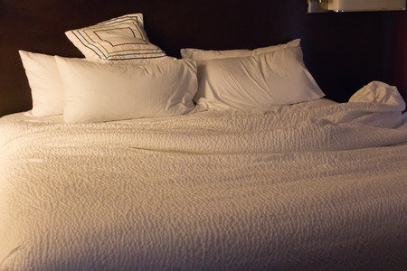 Bed room in hotel Imagens