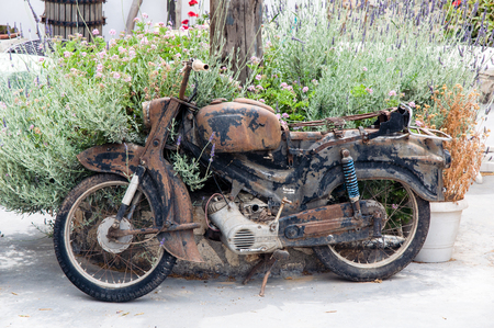 古い錆びたバイク 写真素材 - 67246738