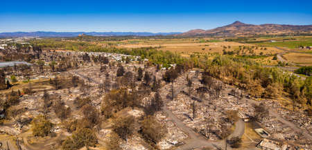 Aerial View of the Almeda Wildfire in Southern Oregon Talent Phoenix Medford and Ashland. 免版税图像