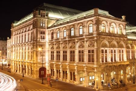 Vienna Opera at night 新闻类图片