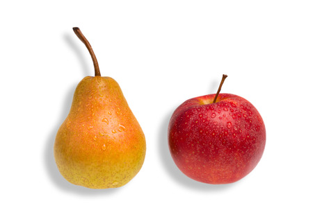 differentiate: green pear and red apple as a concept for comparison