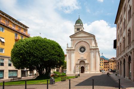 Basilica church Chiesa di S. Maria Maggiore in Trento, Trentino, Italy. Host of preparatory works of the Council of Trent. Stockfoto - 105203422
